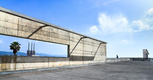 Barcelona forum - facing the wall