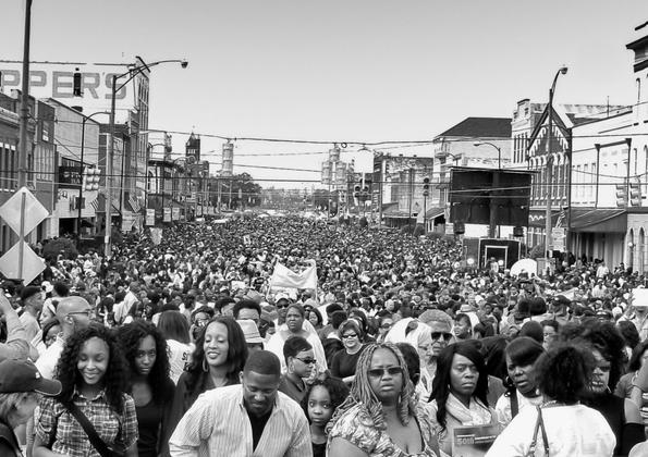 80,000 Gather to Cross the Bridge Selma 2015
