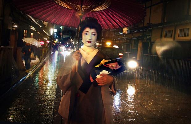 Geisha under Rain/Kyoto/China
