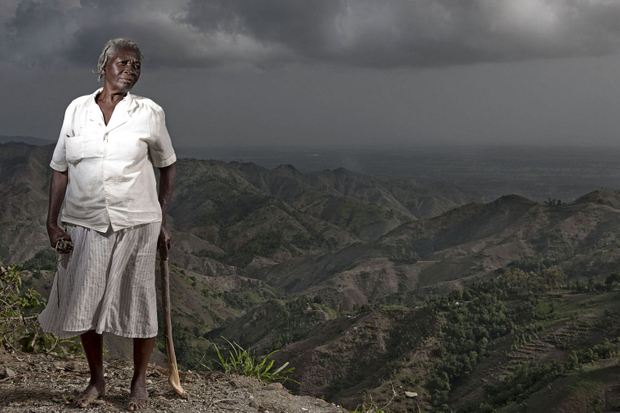 Haitian woman on the road to Jacmel