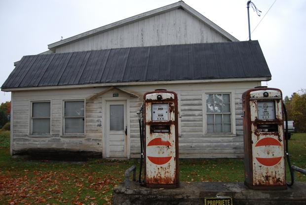 Gas Station, Pidgeon Hill, Québec