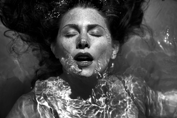woman under water b and W