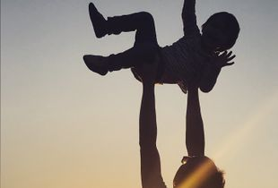 Touch the sky with daddy !