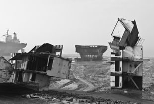 Ship Breaking in Bangladesh © Jan Møller Hansen