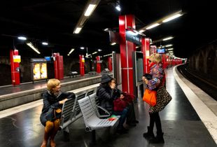 Waiting on the RER Train