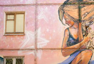 Graffiti Girl. Her Dreams and Her Reality