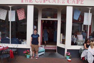 Cupcake Cafe outside