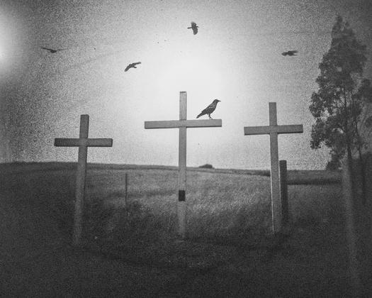 Three Crosses, Bodega