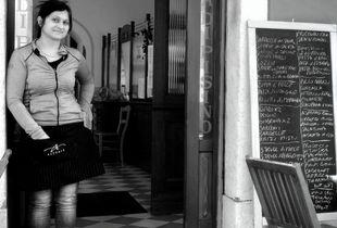 la cameriera del Ristorante Città di Pisino a Trieste