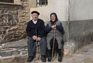 Ancianos de la aldea de Grisuela