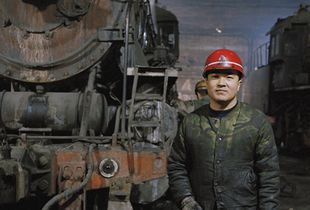 Railway worker at the train repair depot, Lutien Mine © Ollie Woods