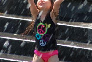 Praising the fountain
