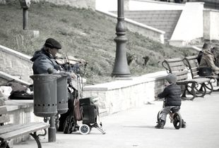Musicant on street
