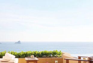 Romance Deluxe Ocean Front Suite at Cala de Mar Ixtapa