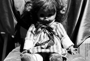 Bambina senza occhi.