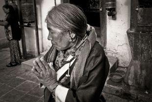 Tibetan woman, Boudhanath stupa, Kathmandu