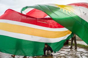 Children playing with kurdish flag