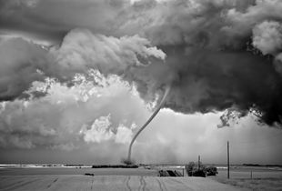 Rope Out, Regan, North Dakota, 2011 © Mitch Dobrowner