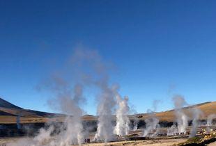 """Geysers del Tatio, Chile. La energía ancestral """"proyectada  en figuras de vapor unidas danzando  al son de la luz , el viento y la observación  humana""""."""