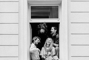 """""""Bleibt's Z'haus"""" - Covid-19 Vienna Homeproject (""""Stay At Home"""") - Vanessa, Martina, Boyfriend, Ministry of Environment, Pharmacist, Software Engineer"""