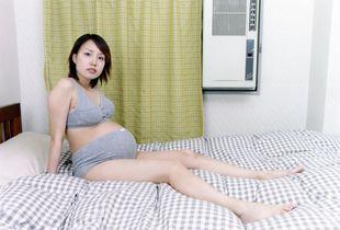 Hiroko on Bed