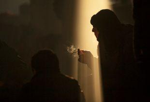 10 - hall 02 having a smoke