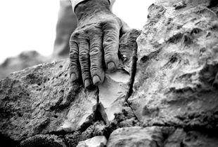 Mano di pietra | Stone hand