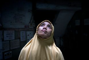 Ratna Khaleesy, 39, is a muslim Indonesian woman living and working in precarious conditions in Macau, one of the richest cities in the world. She is a migrant worker who is employed as a domestic helper for a local Chinese.