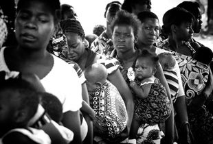 Mozambican women queuing for medical care by the NGO. Access to health care is very low in the country and it is estimated that about 50% of the population lives more than twenty kilometers from the nearest health unit.