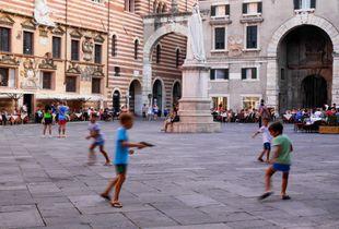 A hot summer_01_Piazza Dante