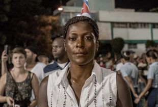 Mourner wearing Cuban flag in her hair