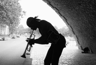 Trumpet player along the Seine