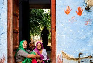 Hindu Worshippers near Agra, India.