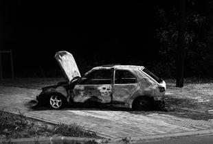 LIEVIN, a burnt car