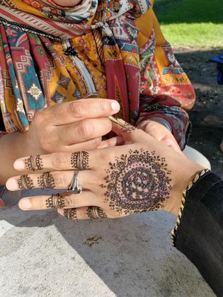 Fathima applying Henna to Rida