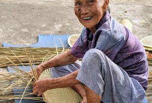 Old Chinese Lady in Lisha Badacun