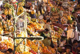 Soleil couchant sur le marché principal d'Arequipa