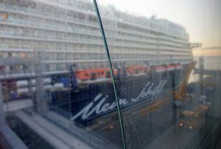 KREUZFAHRER - Columbuskaje | cruise ship - broken glass