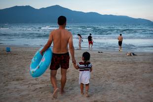 Father & daughter, Da Nang, Viet Nam