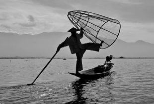 Inle Lake Leg rowing Fishermen!