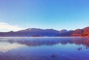 泸沽湖的晨曦