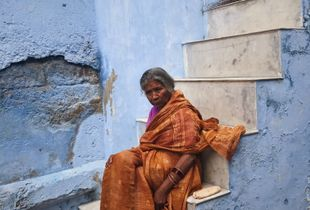 Lady on the stairs