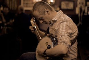 Terry from the Brazen Hussies doing a Banjo Solo