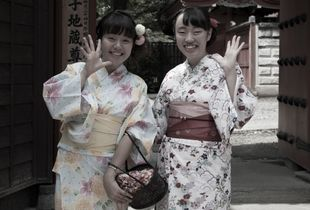 The two Japanese girls in kimonos