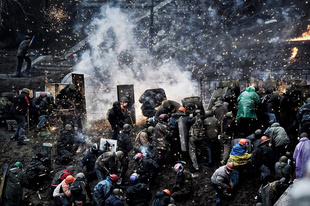 Protesters clash with police after gaining new positions near the Independence square in Kiev on February 20, 2014. Hundreds of armed protesters charged police barricades Thursday on Kiev's central Independence Square , which  they had occupied at the start of Ukraine's three-month-old political crisis. Police used weapons against the demonstrators.