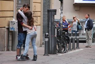 Bacio in strada