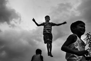 Flying people from Manila