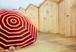 Le parasol rouge