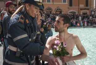 Nudo nella Fontana di Trevi