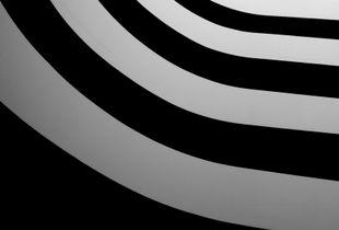 Lignes de noir et de gris